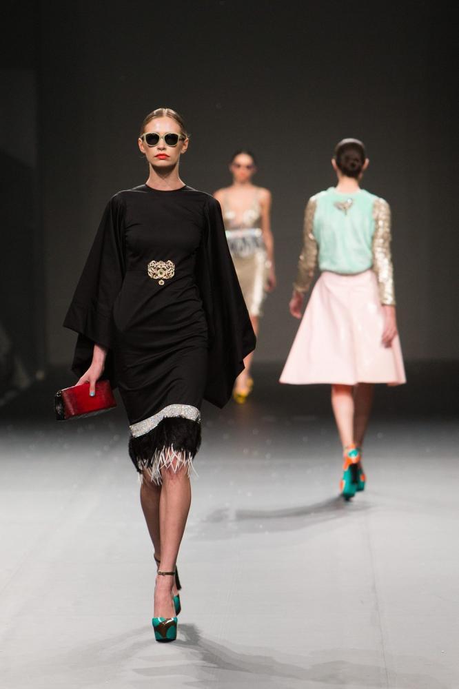 Jak rozpoznać oryginalne bluzki Versace?