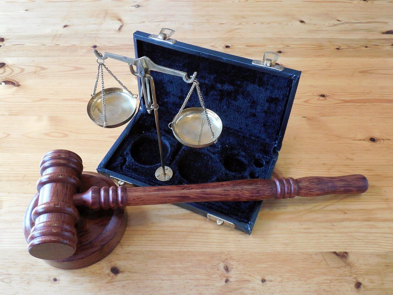 Kiedy niezbędna jest pomoc adwokata do spraw karnych?